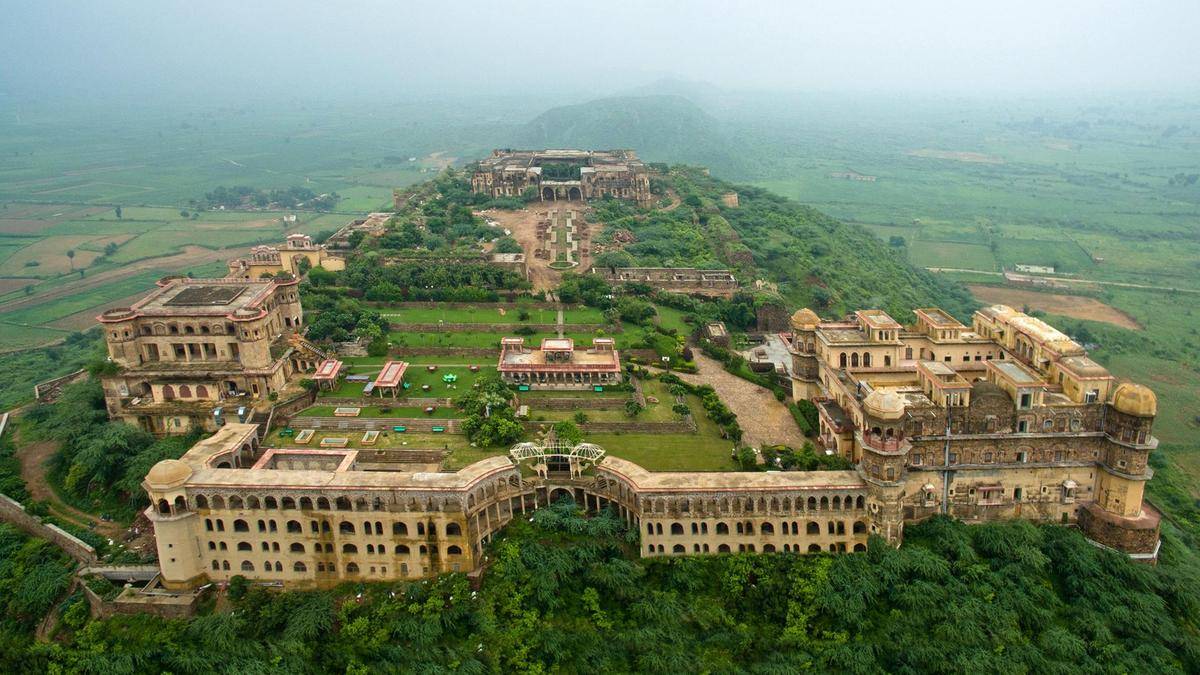 famous fort in india