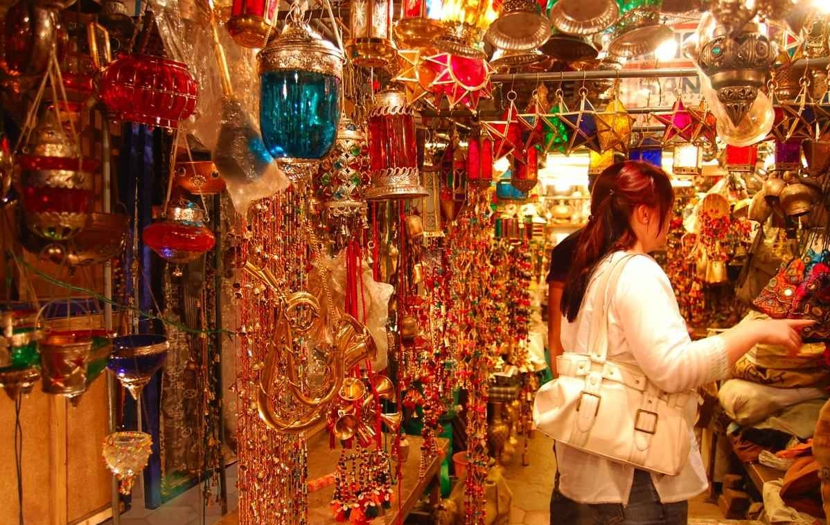 johari bazar activities besides exploring the splendid forts and palaces