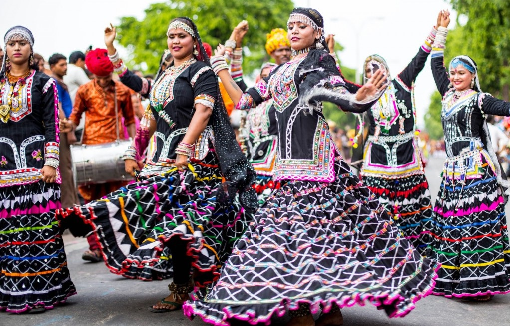 kalbelia dance activities besides exploring the splendid forts and palaces