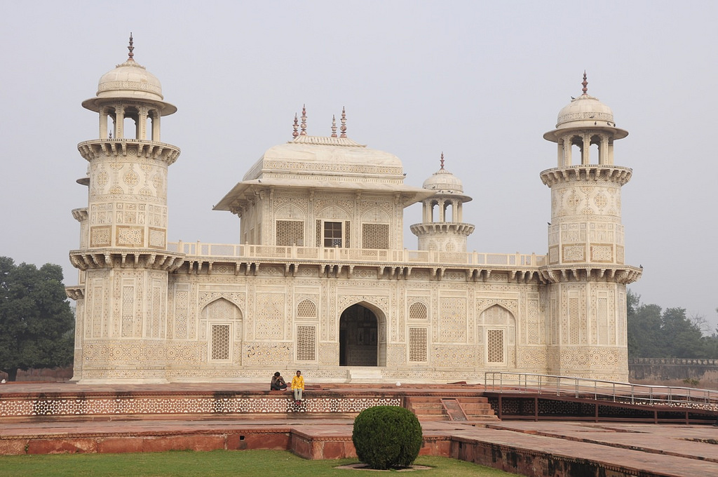 tomb of itmad ud daula in agra