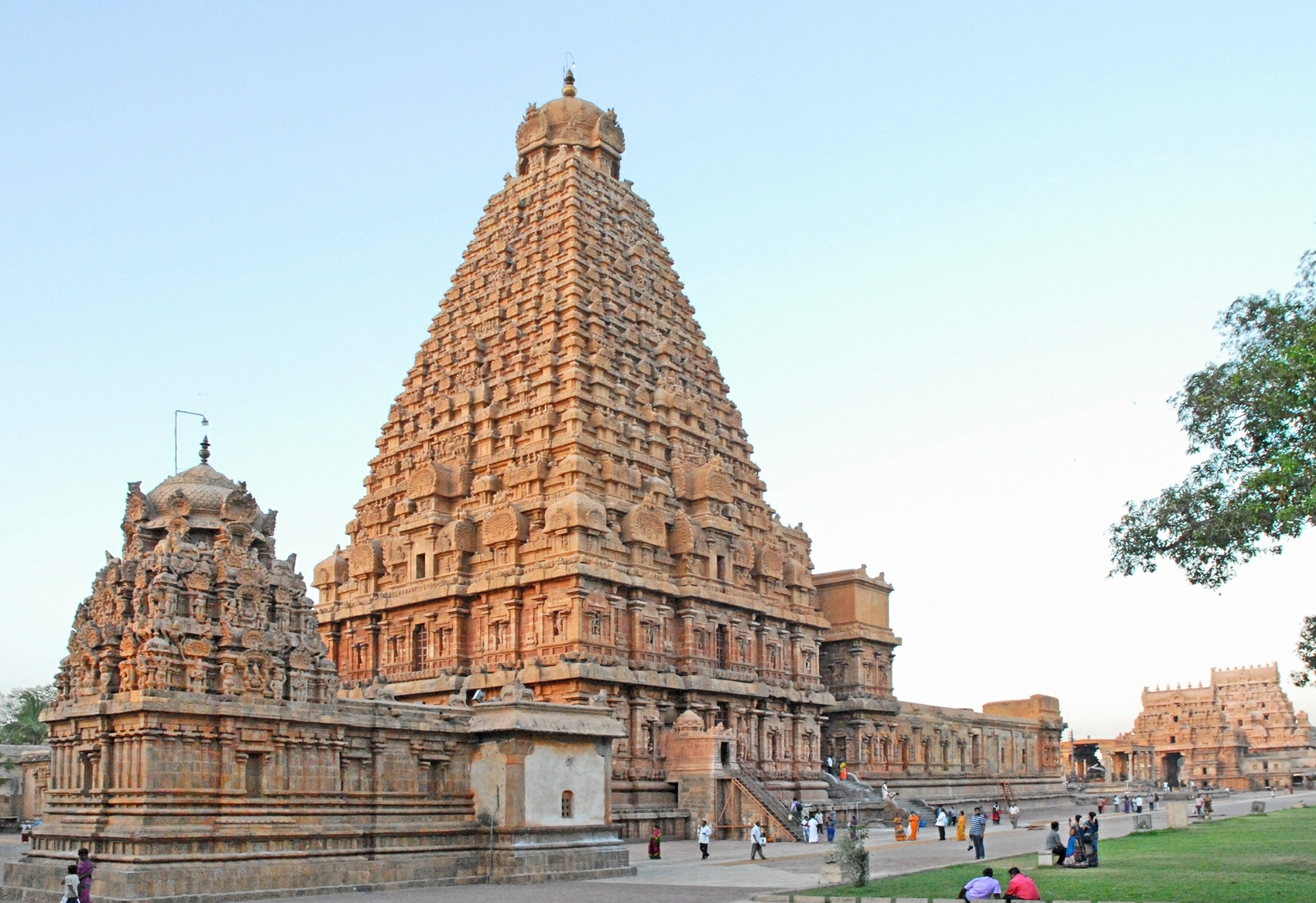 chola brihadishwara temple tanjore - world heritage sites in india