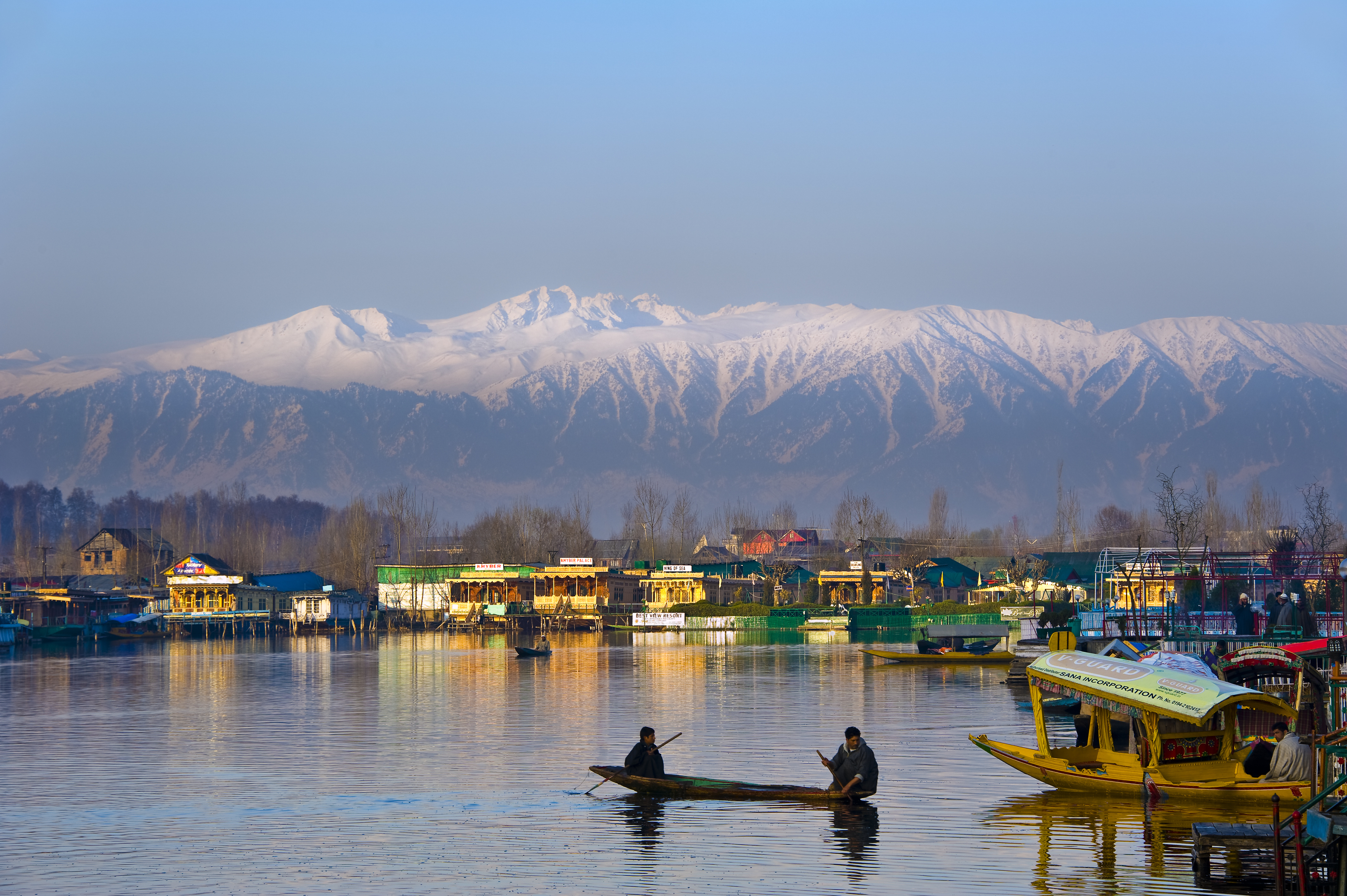 dal lake kashmir - place to visit for summer vacations in india with family