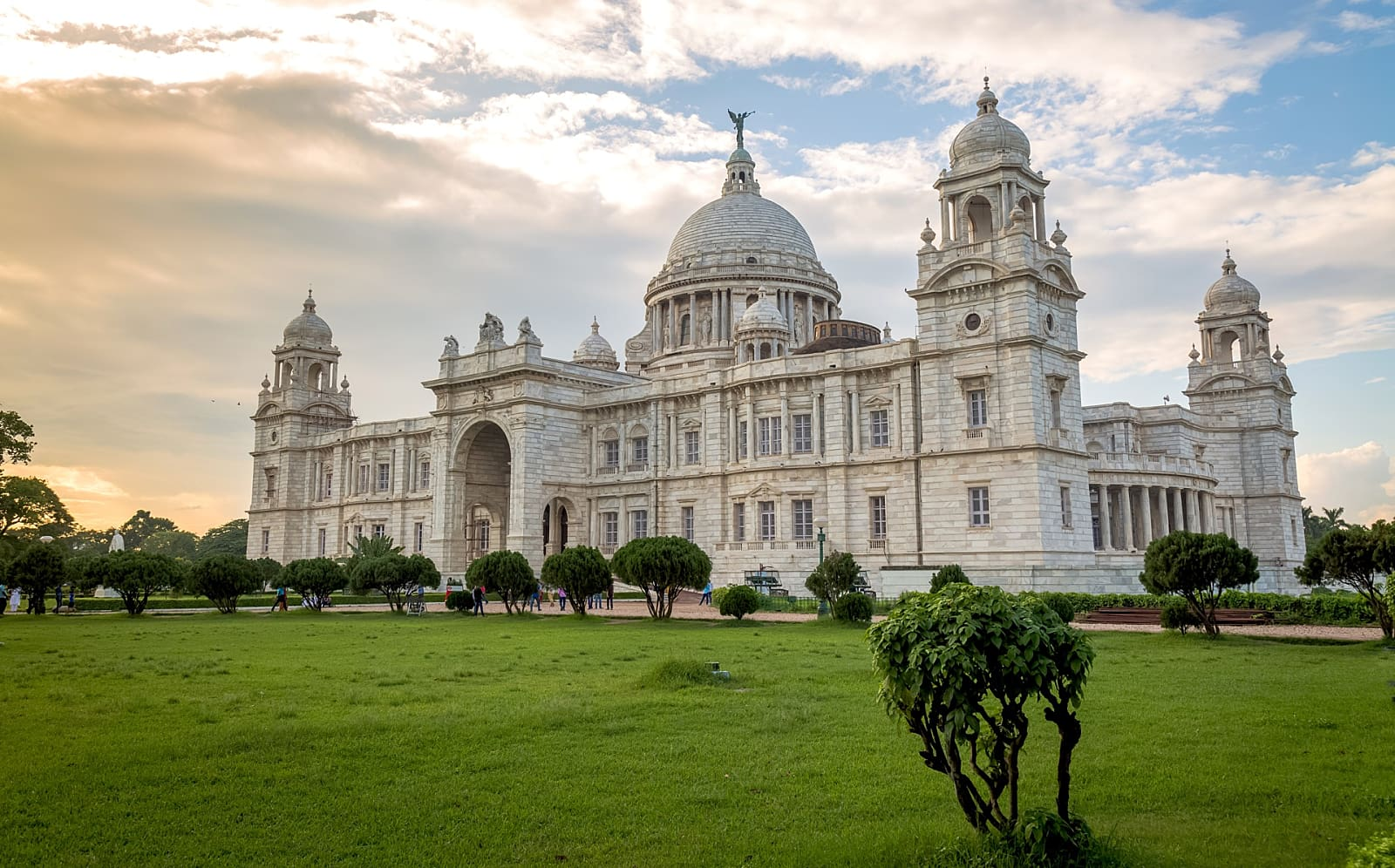 Victoria Memorial by Travelsite india