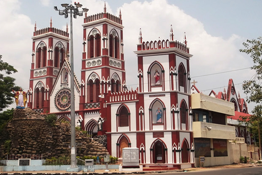 Basilica-of-the-sacred-heart-of-Jesus-Pondichry