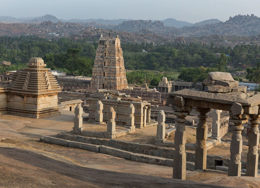 Hemakuta Hill temple hampi