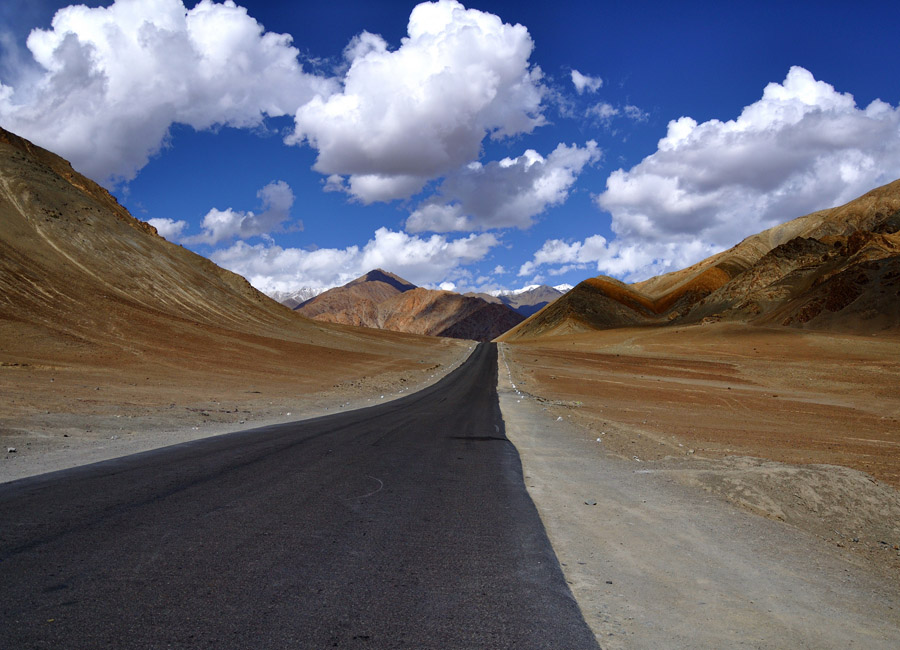 Magnetic-Hill-Places by Travelsite India