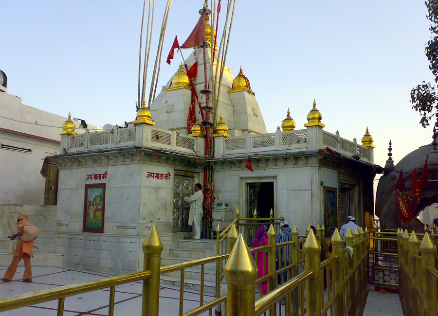 Naina Devi Temple by Travelsite India
