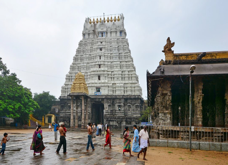 Varadharaja Perumal Temple by Travelsite india