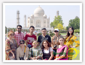 Taj Mahal Tour of Thailand Happy Customer